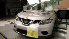 2015 Nissan Rogue Side Pole Crash Test